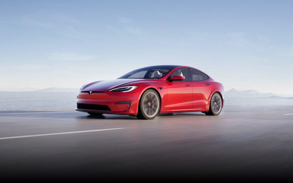 2021 Tesla Model S facelift front quarters 2022