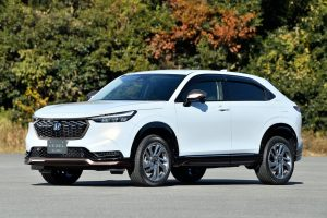 2021 Honda HR-V Vezel Access Casual Style front quarters