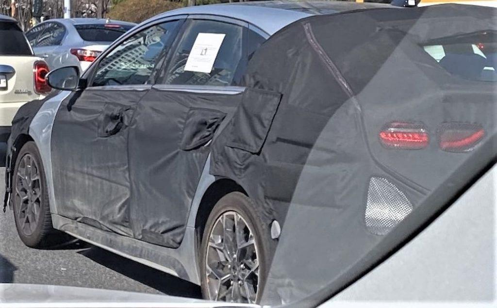 2022 Kia Proceed facelift rear spied