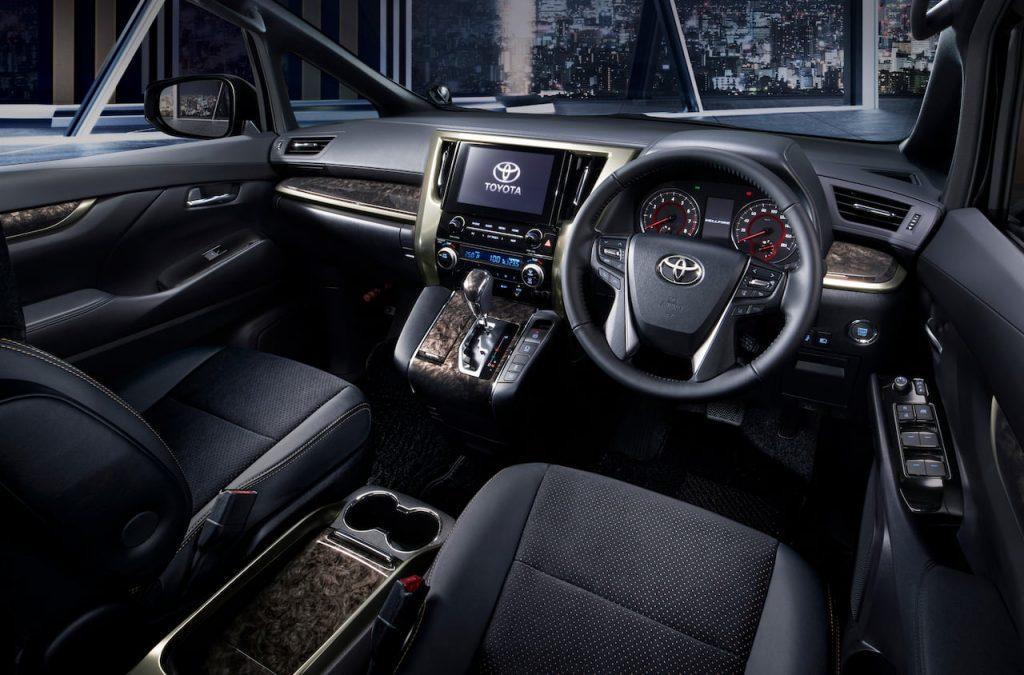 Toyota Vellfire Golden Eyes II interior