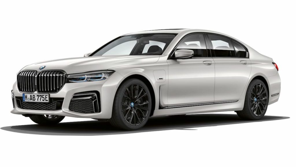 2021 BMW 7 Series 745e PHEV front three quarters left side