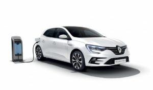 Renault Megane hatch plug-in hybrid front three quarter left