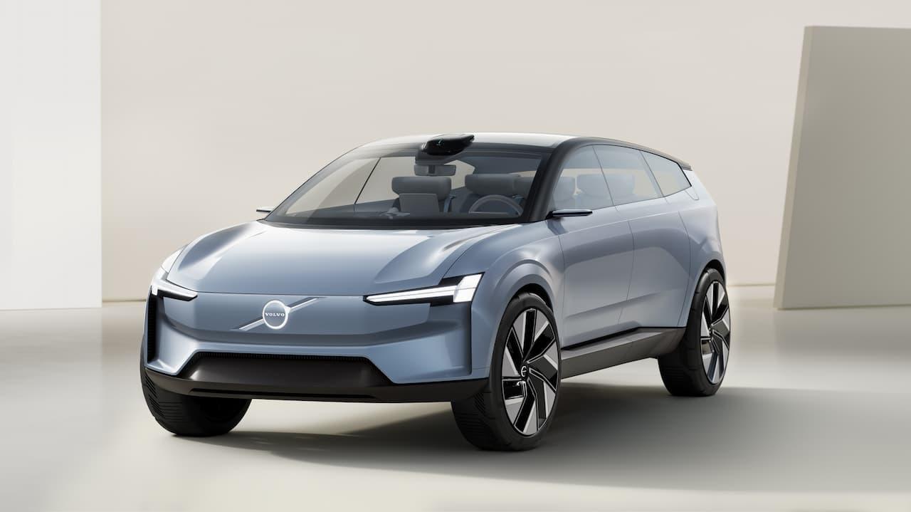 Volvo Concept Recharge front three quarter